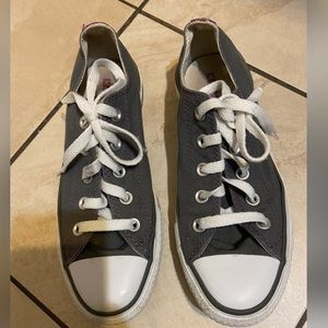 Converse chuck Taylor gray low tops, size 6